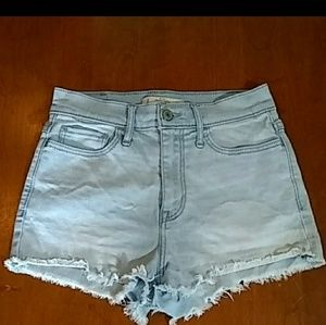 Abercrombie & Fitch Light Wash High Waisted 25